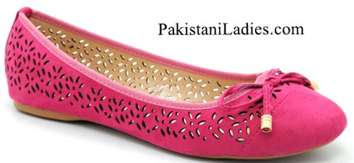 Bata-Shoes-Prices-Pakistan-New-Arrival-winter-pumps-Collection-2015-Rs-2199