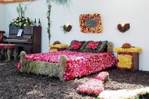 Beautiful Bridal Wedding Bedroom Decoration Ideas with Flowers Pakistan India Karachi 2015