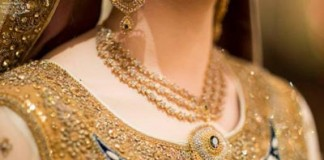 Beautiful Trend Bride Wearing Gold Jewelry Sets Designs Mehndi 2015 Pics Ideas Pakistan India Dubai US UK Necklace