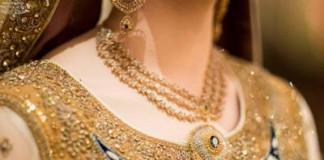 Beautiful Trend Bride Wearing Gold Jewelry Sets Designs Mehndi 2015 Pics Ideas Pakistan India Dubai US UK Necklace