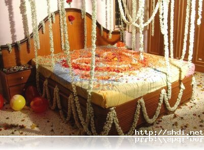 Bridal wedding bedroom decoration designs ideas with for Asian wedding bed decoration ideas