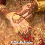 Latest Bride Wearing Gold Jewelry Sets Designs 2015 Pics Ideas Pakistan India Dubai US UK Earring Bangles Finger Rings Mehndi