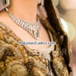 Latest Bride Wearing Gold Jewelry Sets Designs 2015 Pics Ideas Pakistan India Dubai US UK Necklace