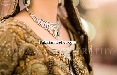 latest bride wearing gold jewelry sets designs 2015 pics
