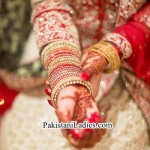 Latest Bride Wearing Gold Jewelry Sets Designs Mehndi 2015 Pics Ideas Pakistan India Dubai US UK Bangles