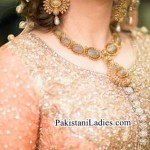 Latest Bride Wearing Gold Jewelry Sets Designs Mehndi 2015 Pics Ideas Pakistan India Dubai US UK Necklace Earring