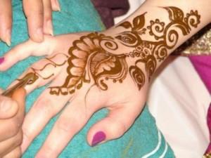Latest Omani Henna Designs for Hands, Muscat Mehndi Facebook Pics 2015