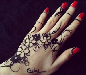 Simple Black Omani Henna Designs for Hands, Muscat Mehndi Facebook Pics 2015