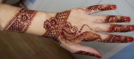 Beautiful-Stylish-Punjabi-Dulhan-Bridal-Mehndi-Designs-for-Back-Full-Hands