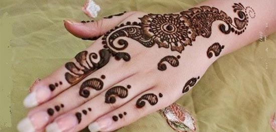Beautiful-Stylish-Punjabi-Dulhan-Bridal-Mehndi-Designs-for-Back-Hands-Loops-and-Spirals