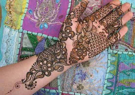 Beautiful-Stylish-Punjabi-Dulhan-Bridal-Mehndi-Designs-for-Front-Full-Hands-1