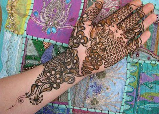 Beautiful-Stylish-Punjabi-Dulhan-Bridal-Mehndi-Designs-for-Front-Full-Hands-1