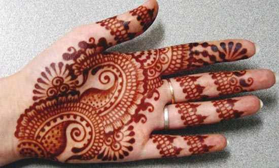 Paisley-Beautiful-Stylish-Punjabi-Dulhan-Bridal-Mehndi-Designs-for-Front-Hands