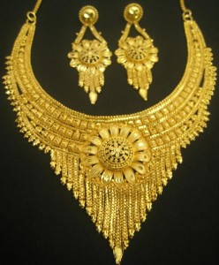 Jewelry-Gold-and-Ruby-Bridal-Necklace-Indian-2016