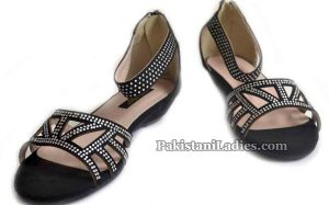 Metro Shoes Summer and Eid Collection 2016 with Prices Sandals for women PKR-1895