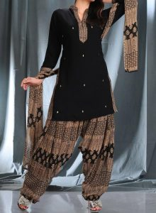 latest-patiala-salwar-kameez-suits-neck-designs-2017-fashion-party-wedding-black