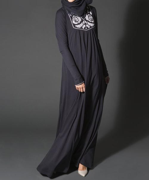 Bold-Saudi-Abaya-Designs-Fashion-2017-2018--Simple-Black-Burqa