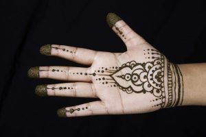 quick traditional mehandi design